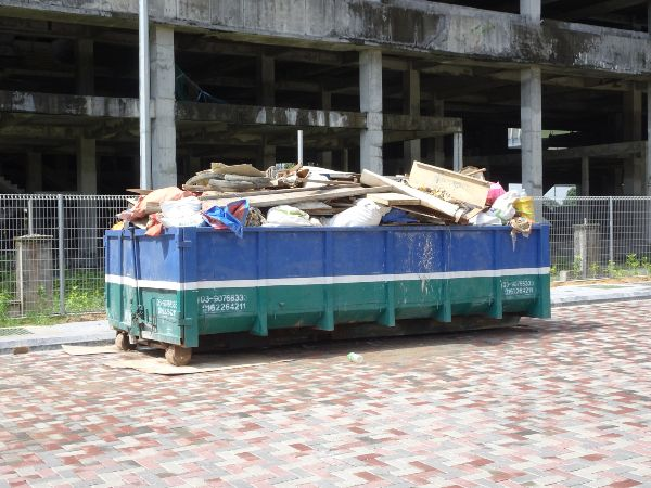 dumpster-with-commercial-debris